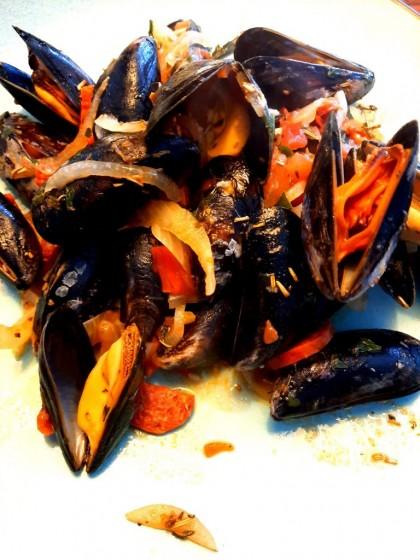 Italiaanse mosselen met Spaanse twist Cozze alla marinara met chorizo