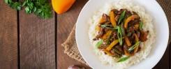 Indonesische rendang met witte rijst Vivian van Brussel